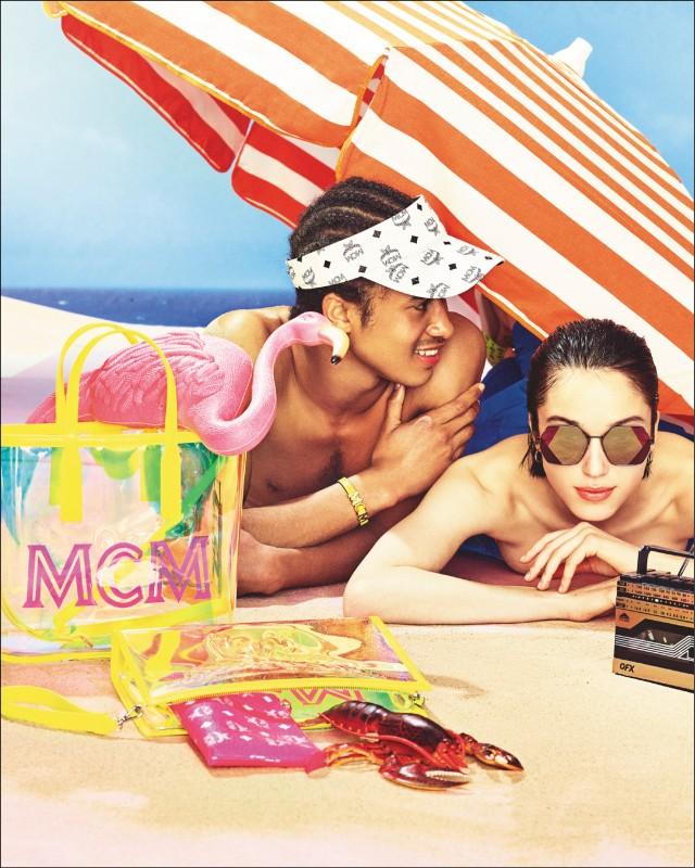 【時尚大道】輕「螢」一夏:MCM,螢光海灘袋