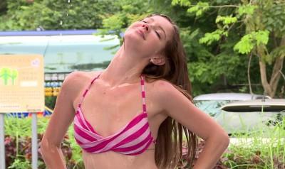 安妮脫了!濕身尬身材 放送雪乳小蠻腰