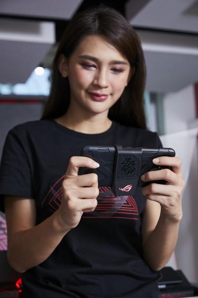 (影音)台灣8月開賣!華碩ROG Phone II售價有誠意 規格升級還降價
