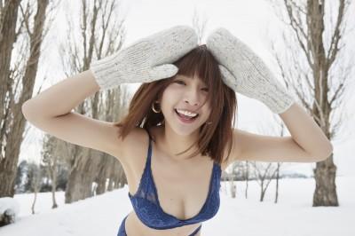 雪地解放美乳辣尻 啦啦隊女神「下面冷到沒感覺」