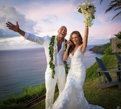 恭喜!巨石強森夏威夷秘婚 絕美婚紗照曝光