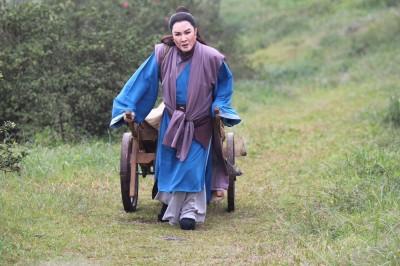 74歲楊麗花「寒冬跪墳」染重感冒 為《忠孝節義》拚了