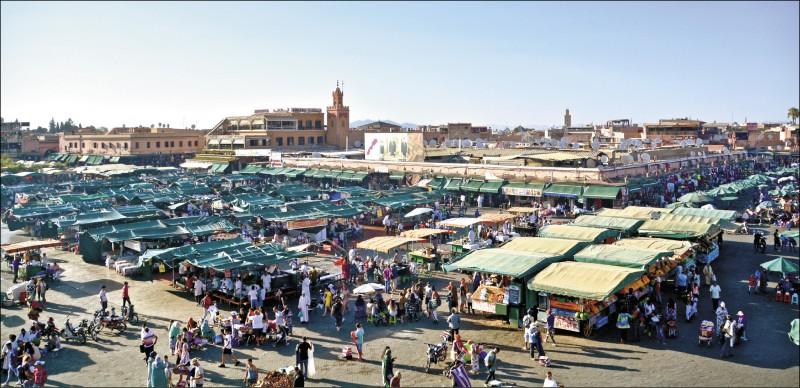 【旅遊】〈現代版天方夜譚之旅〉遇見弄蛇人、賣水人─摩洛哥.馬拉喀什