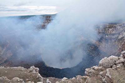 活的地理教室馬薩亞火山 近距離領略岩漿澎拜景象