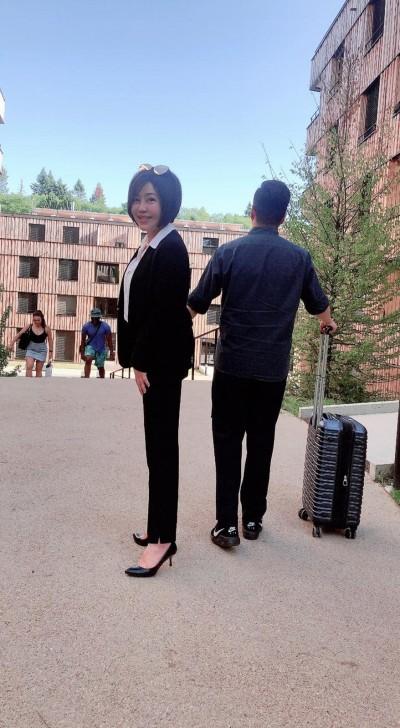 于美人燒近億學費 赴瑞士護送兒子上大學