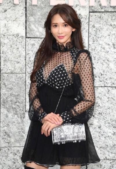 林志玲爆懷孕後「罩杯升級了」 米蘭辣曬水滴奶