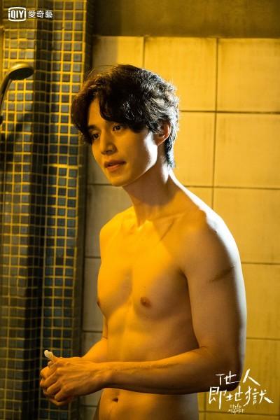 李棟旭任時完裸身共浴   雙雙大秀子彈肌