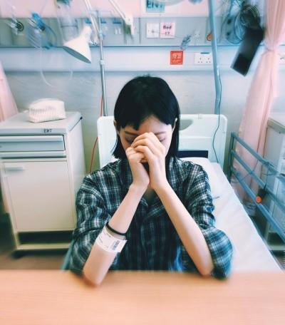女星罹癌7年腫瘤爬滿身…眼睛閉不上 開刀親曝身體狀況惹心疼