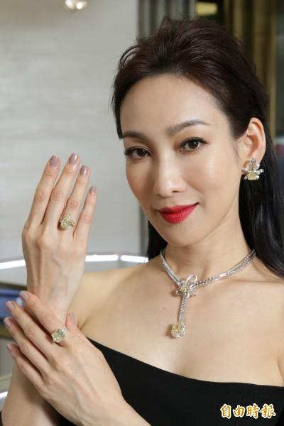 (影音)Graff 63億頂級珠寶登台  李曉涵100克拉上身「一點也不重」