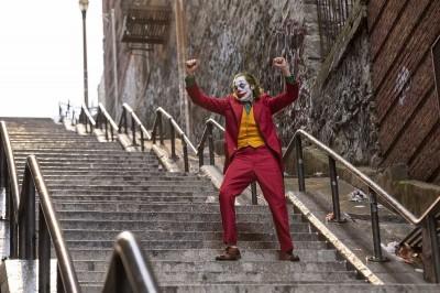 《小丑》首日猛破1700萬!零負評狂登全台冠軍