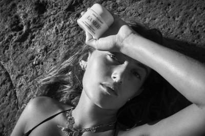 拍攝18歲凱特摩絲裸照一戰成名  這次他轉攝19歲愛女...