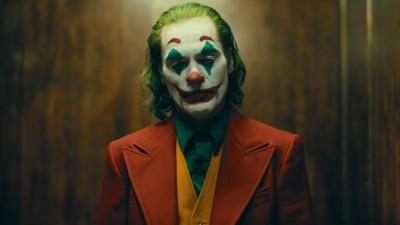 小丑為何是小丑? 她看穿我們眼中的怪人