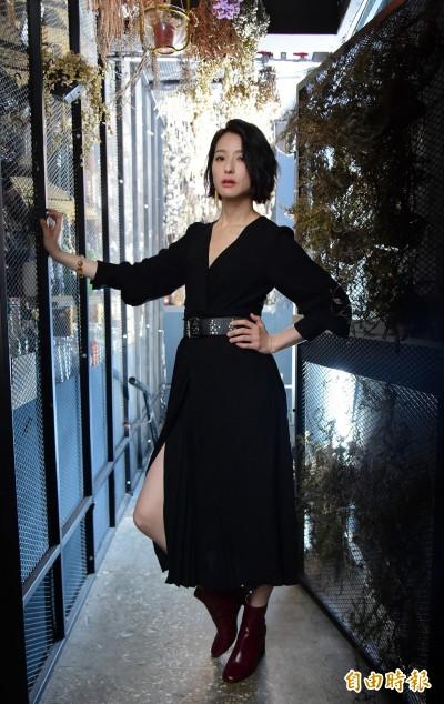 (專訪)賴雅妍紅唇難掩帥氣   狂補經濟學打金融戰