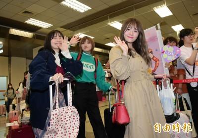 (影音)AKB48 16名成員登台好自律   潔西卡8度訪台滿臉微笑