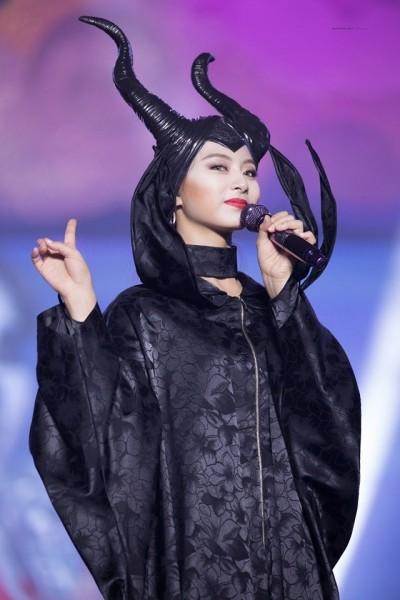 子瑜化身黑魔女慶出道4周年 暗黑魅力粉絲暴動了