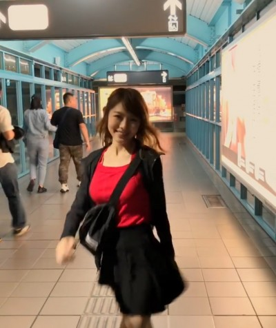(影音)超胸!真人版娜美衝撞鏡頭...網暴動:跪求巧遇