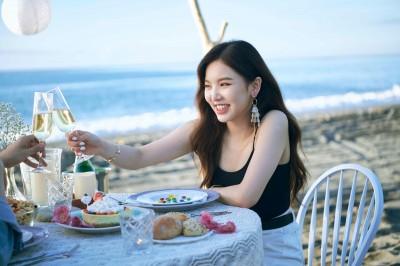 王欣晨揪韓國歐巴跨海戀愛 沙灘漫步搶看第一道曙光