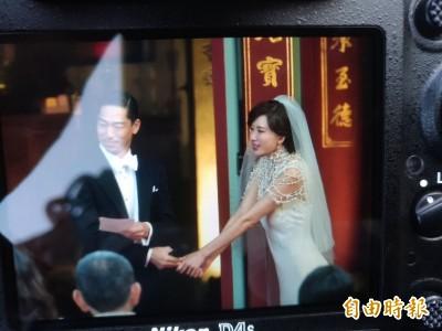 林志玲成婚激動落淚 林爸囑AKIRA「一切就拜託你」