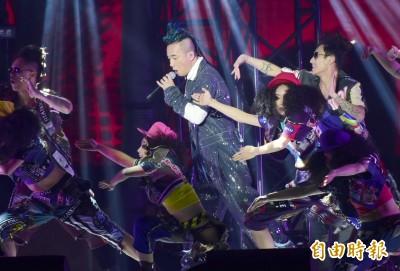 (影音)陳小春遭轟滾出台灣 開場鞠躬道歉了
