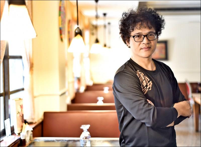 【自由副刊.書與人】在重慶南路上寫作的男人 - 吳鈞堯談《重慶潮汐》