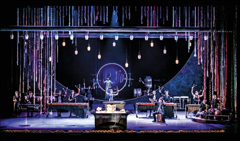 【藝術文化】擊樂劇場敲響土地情懷 朱團回家玩泥巴