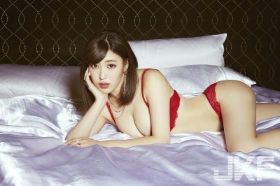 AV女優水野朝陽宣告引退!首次撲台開房喊「這裡」好大