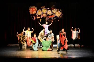 綠光《不專業》愛情疑問劇  演員挑戰100分鐘唱跳14個故事