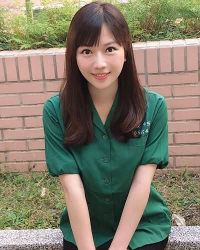 蔡尚樺化身制服妹 黑短裙辣秀大腿根部被問「可戳嗎」