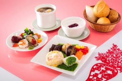 長榮機上年菜  旅客品嘗「年味」歡慶春節