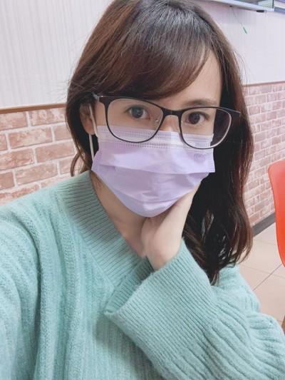 跑N家店只為買5元口罩 「鄉民女神」譙捐貨藝人:有錢先可憐台灣小老百姓