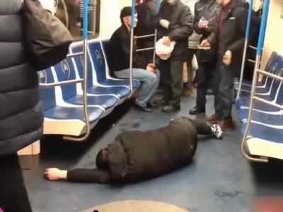 網紅玩過頭!地鐵裝昏喊「冠狀病毒」 超慘下場曝光