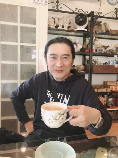 黃安號召吃4000億隻蝗蟲   慘遭中國網友打臉
