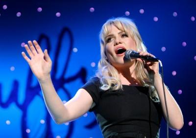 女歌手消失歌壇10年 黛菲驚爆遭綁架下藥性侵