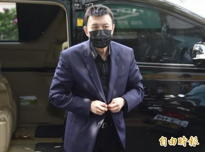 (影音)辛龍憔悴現身不發一語    余天赴劉真靈堂開治喪會議
