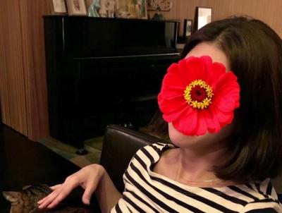 暢銷女歌手戴口罩裝鎮定 秒被認出下場變這樣