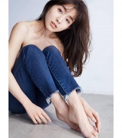最美女主播上身全裸M字腿 迴紋針體位驚人畫面曝光