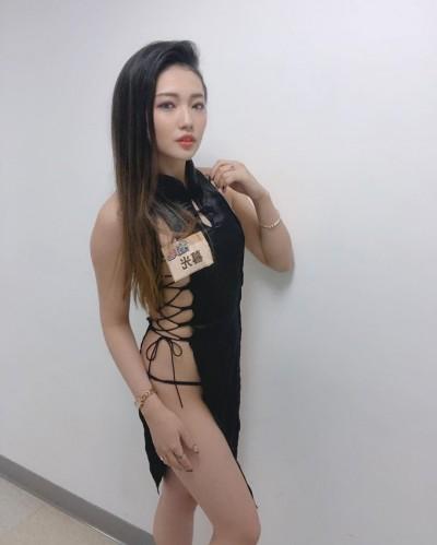 「大體化妝師正妹」辣曬巨乳蜜臀 超狂戰袍震撼全網