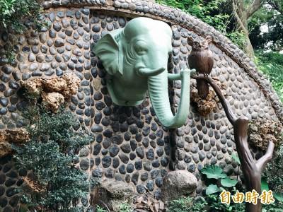 星巴克新竹動物園門市開張 喝咖啡看長臂猿好悠哉