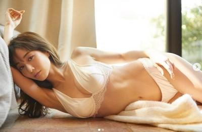 最美女主播激裸巨乳火辣開腿 舊照流出驚呆了!