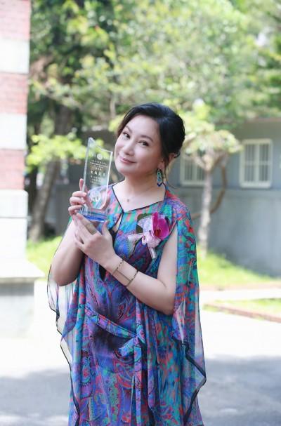師大碩士在職專班第一人!陳亞蘭獲「傑出學生」感激楊麗花鼓舞