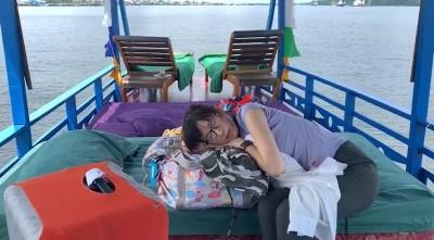 美女主播船上睡甲板 腫臉嘔吐驚傳「食物中毒」