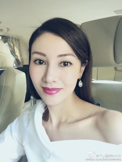 「最美港姐」凍齡慶50大壽 貴婦姊姊罕現身...家族基因網友全跪了