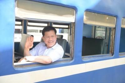 洋派主持人超喜歡搭火車  驚傳遭台鐵列黑名單
