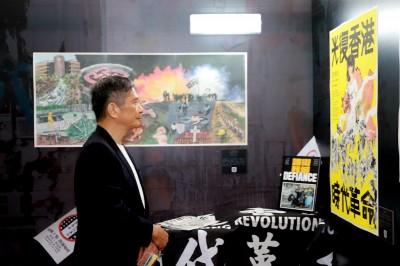 李永得參觀反送中週年圖像展   力挺創作者爭取自由、民主