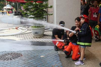 麗寶小小消防員體驗 寓教於樂