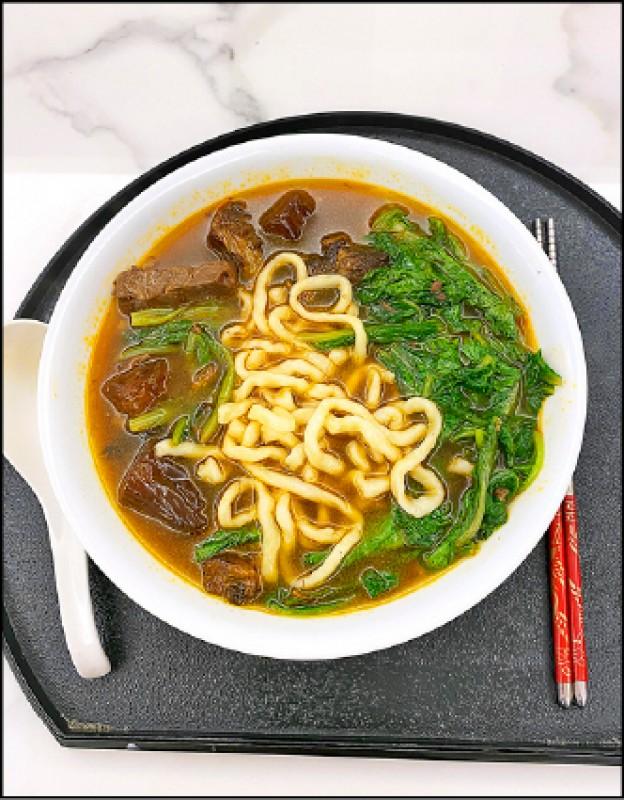 【家庭親子】〈看門道評味道〉自家牛肉麵 料多湯鮮