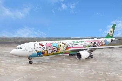 長榮推「類出國」體驗 Hello Kitty夢想機陪你飛