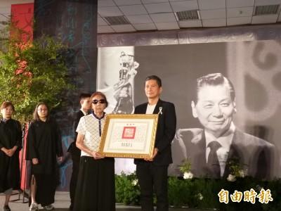 九歌出版社創辦人蔡文甫告別式 李永得代頒總統褒揚令