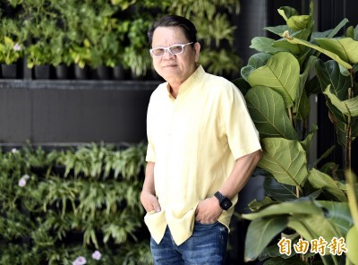 (專訪) 65歲鄭進一領敬老卡   「封關」吐驚人之語