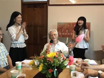 詩人岩上才開心發表新書並慶女兒獲博士  1日病逝享壽82歲文壇哀悼